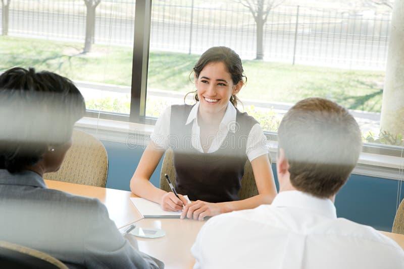 Mensen in vergadering stock afbeelding