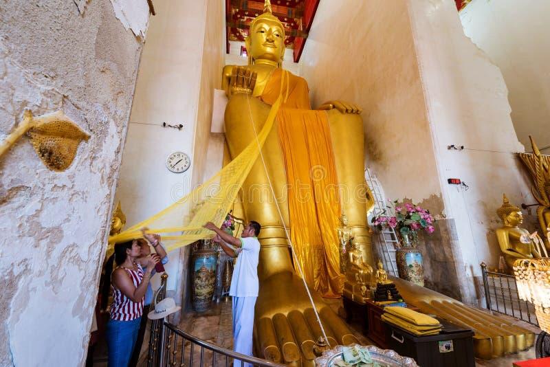 mensen in Wat Palelai, Suaphanburi royalty-vrije stock afbeeldingen