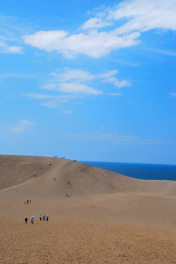 Mensen in woestijn stock foto's