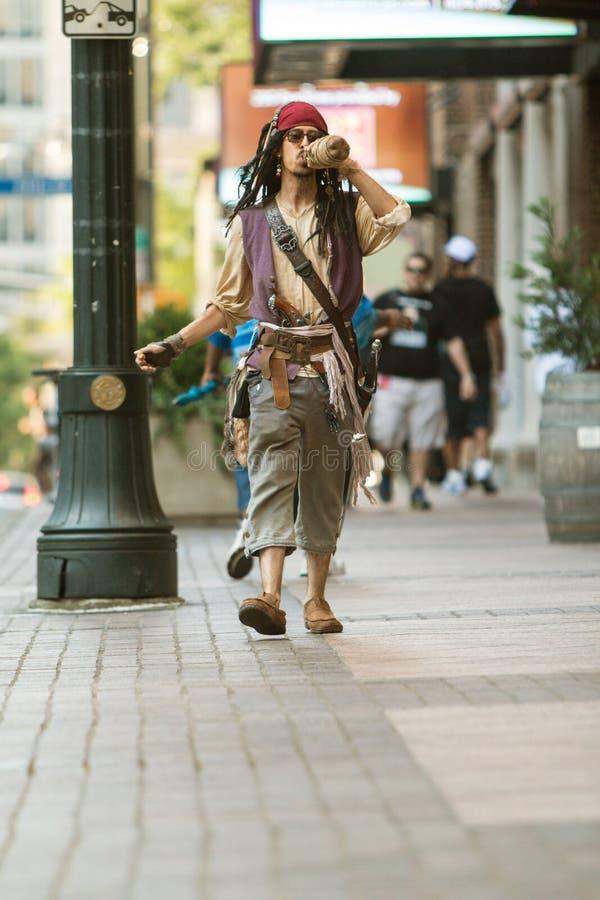 Mensenkleding zoals Piraat Kapitein Jack Sparrow For Atlanta Parade royalty-vrije stock fotografie