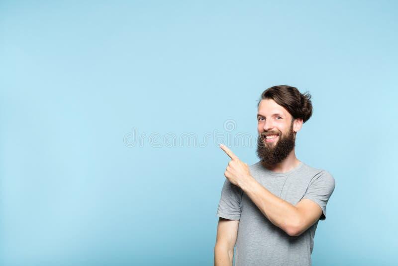 Mensenpunt verlaten boven hipster gebaarde reclame stock fotografie