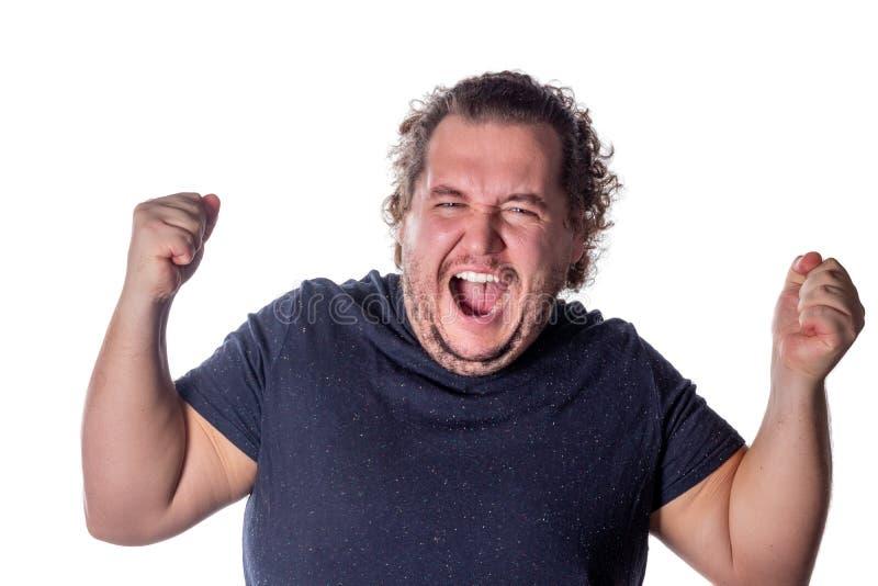Mensenschreeuwen, die zijn handen opheffen in vuisten Opgewekt die mens het vieren succes met handen tegen witte achtergrond word royalty-vrije stock fotografie