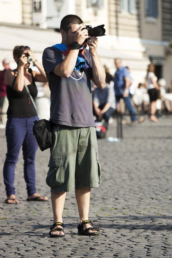 Mensentoerist met het reflex fotograferen stock afbeelding