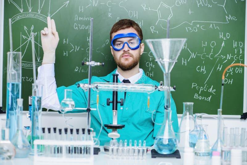 Mensenwetenschapper in laboratorium stock foto's