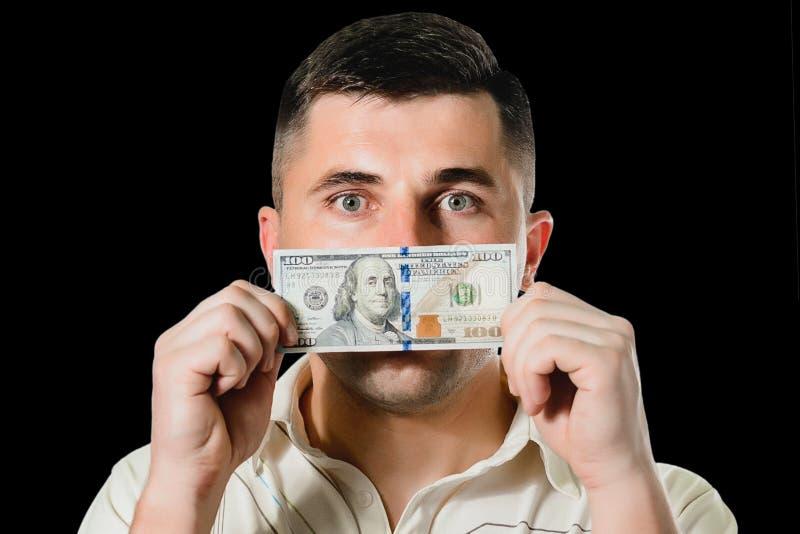 Mensenzakenman in een kostuum met een gesloten honderd dollar rekeningenmond, stil voor geld het concept corruptie en omkoperij royalty-vrije stock foto
