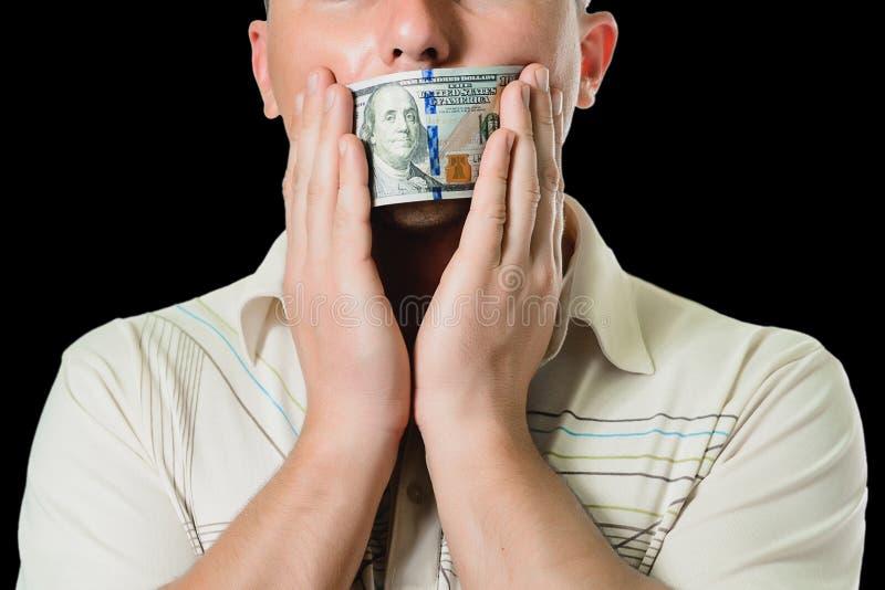 Mensenzakenman in een kostuum met een gesloten honderd dollar rekeningenmond, stil voor geld het concept corruptie en omkoperij stock fotografie