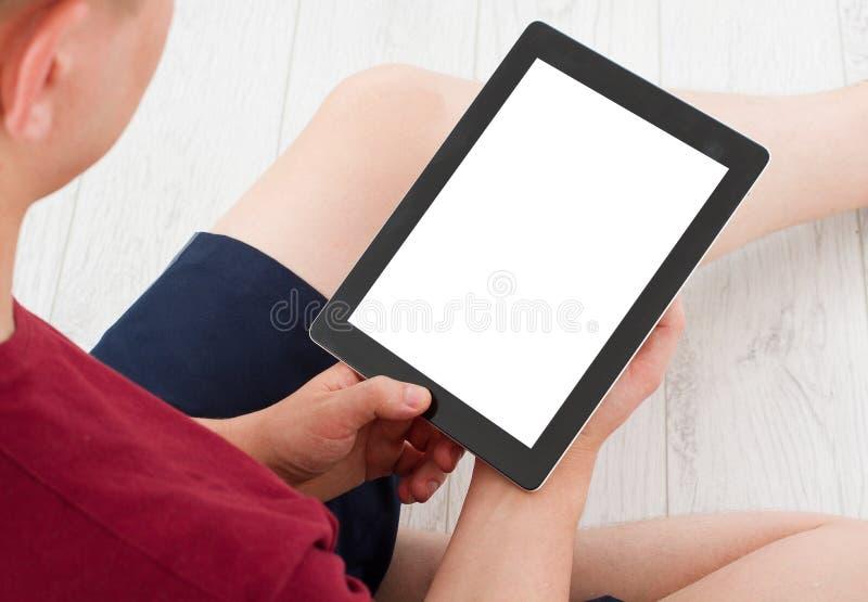 Mensenzitting met tablet in handen Online Winkelend Hoogste mening Spot omhoog De ruimte van het exemplaar malplaatje spatie stock foto's
