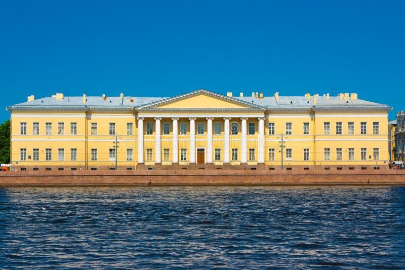 Menshikovpaleis, de mening van Engelse Dijk Staint Petersburg royalty-vrije stock foto's