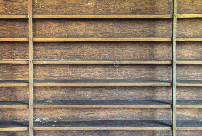 Mensola di legno fotografia stock libera da diritti