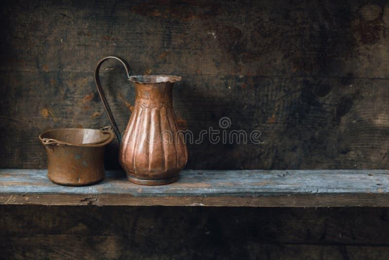 Mensola di legno vecchia fotografie stock libere da diritti