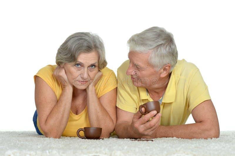 Mensonge âgé de couples image stock