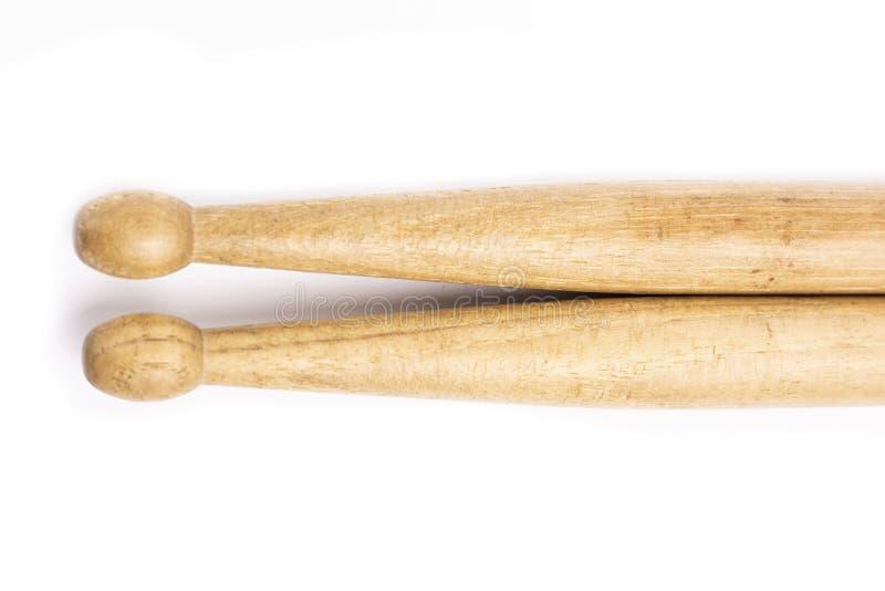 Mentira de madera de dos palillos, aislada en un fondo blanco fotografía de archivo