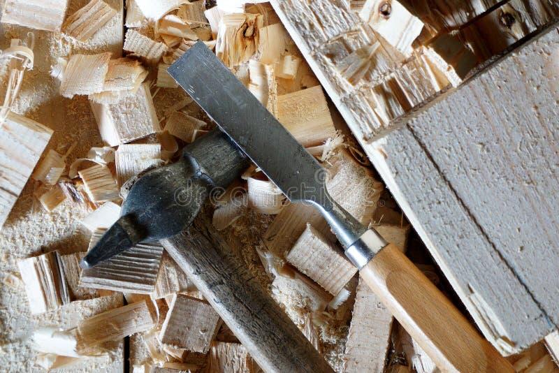 Mentira do martelo e do form?o nas placas imagens de stock royalty free