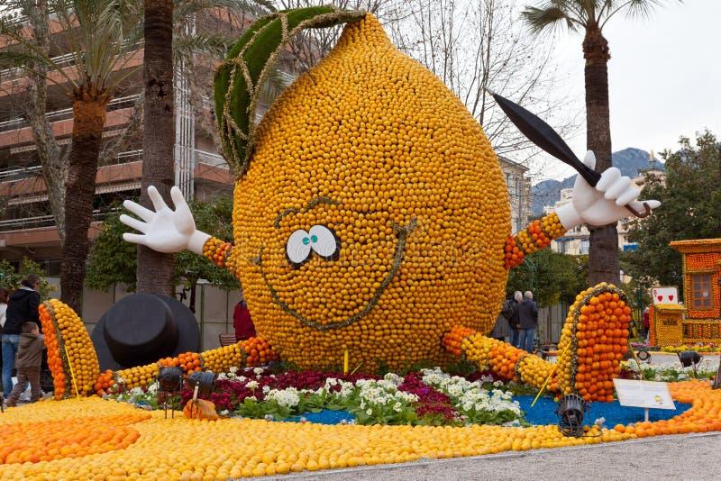 MENTON, FRANCIA - 27 DE FEBRERO: Festival del limón (Fete du Citron) en la riviera francesa. fotos de archivo