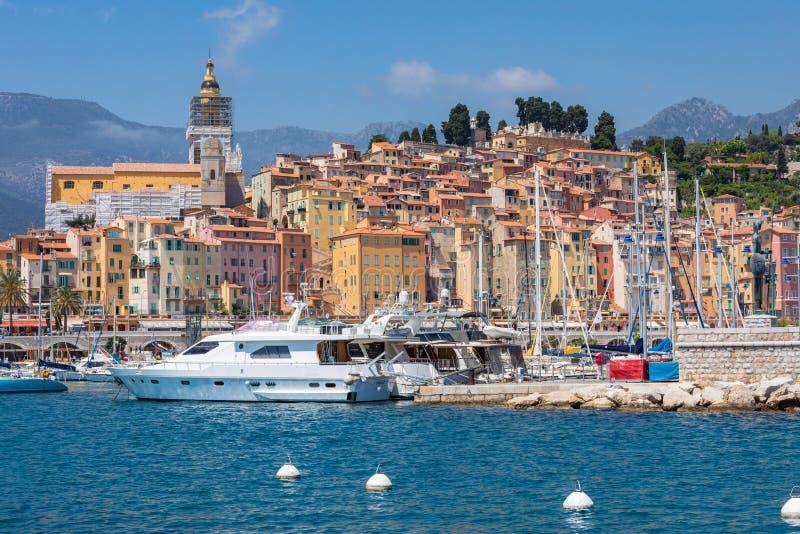 MENTON FRANCJA, CZERWIEC, - 05, 2019: Stara grodzka architektura Menton na Francuskim Riviera Cote d ` Azur, Francja obraz stock