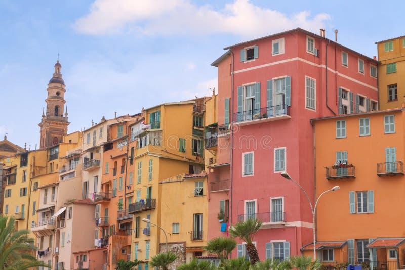 Menton miasteczko w kolorowi domy przy latem obraz stock