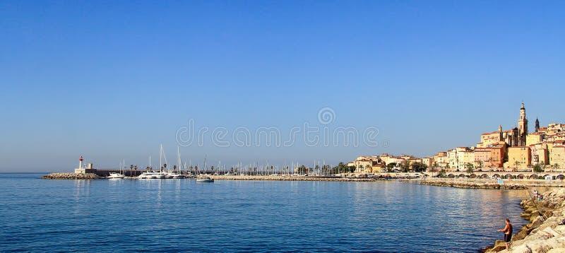 Menton - piękna wioska na francuskim Riviera w południe obraz royalty free
