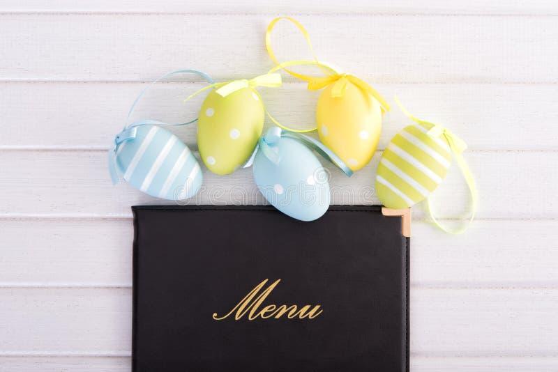Menu com ovos da páscoa fotografia de stock