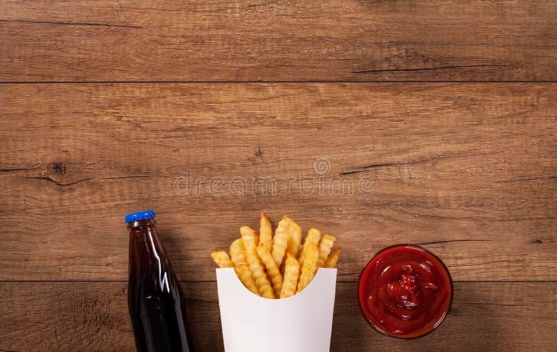 Menu degli alimenti a rapida preparazione sulla tavola - con lo spazio della copia fotografia stock libera da diritti