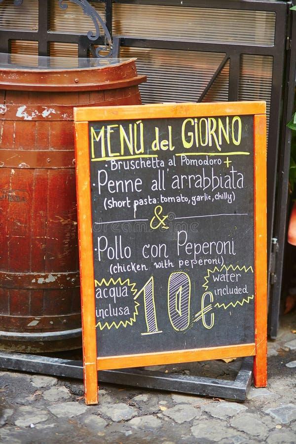 Menu do dia perto do restaurante em Roma, Lazio, Itália fotos de stock royalty free