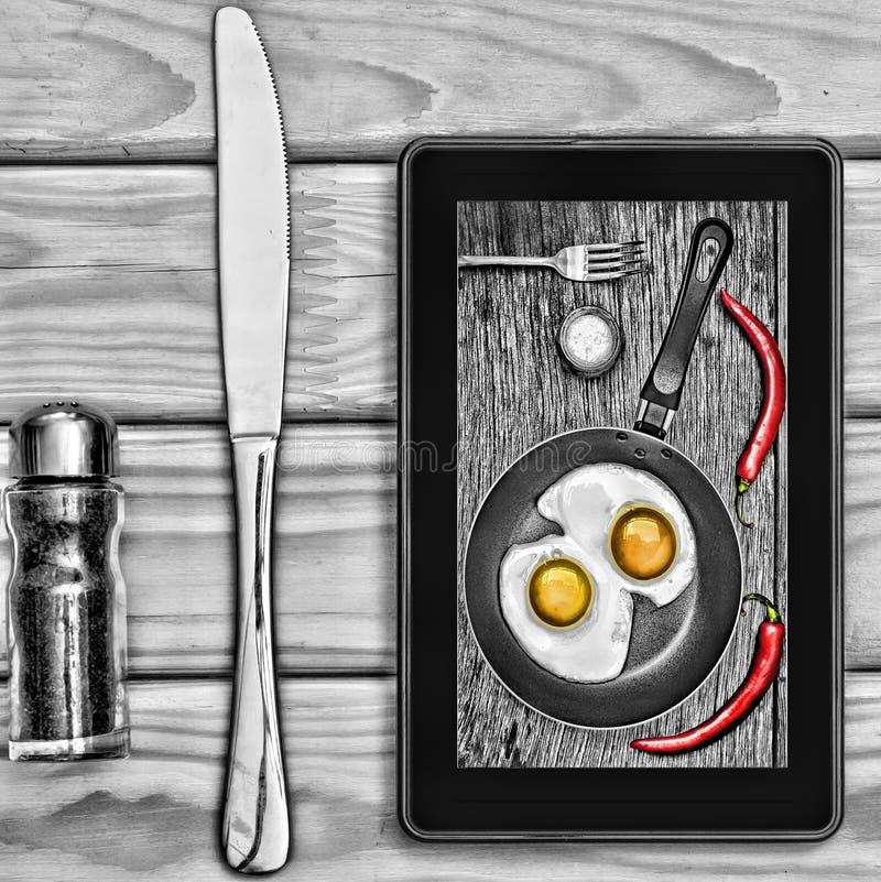 Menu interativo do restaurante ou do café na exposição do tablet pc imagem de stock royalty free