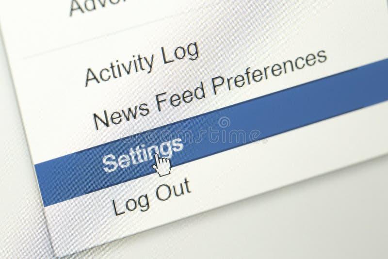 menu na tytułowym barze facebook strona internetowa z mysz kursorem na położenia submenu zdjęcia stock