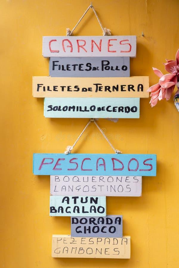 Menu original em uma parede em Sevilha, Espanha imagem de stock
