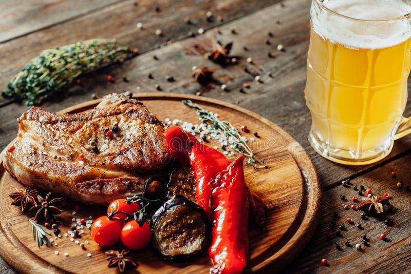 Menu Steakhouse carne grelhada legumes caneca cerveja imagens de stock royalty free