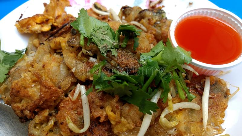 Menu tailandês do alimento do mexilhão e da panqueca do beansprout fotografia de stock royalty free