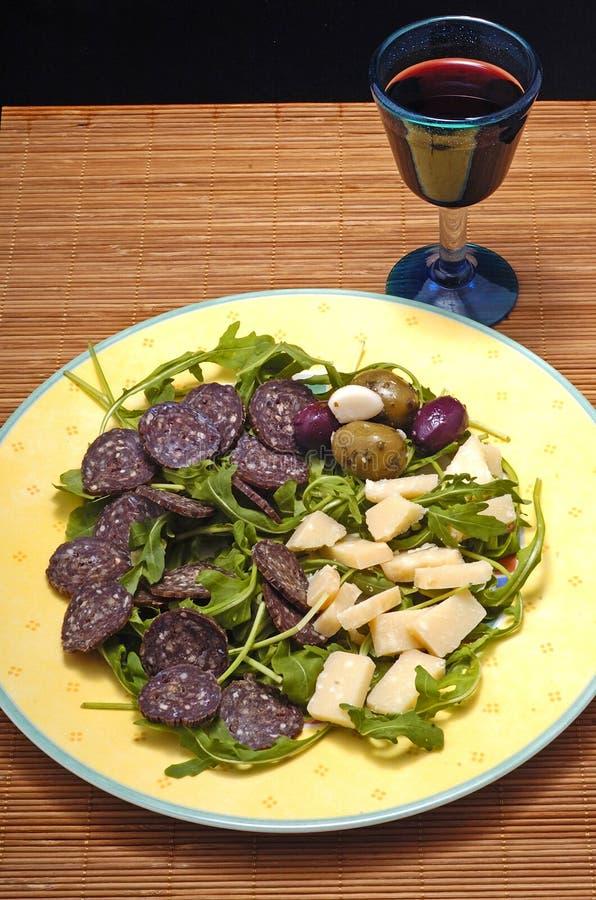 Menue italien d'hors-d'oeuvres avec le vin rouge photos stock