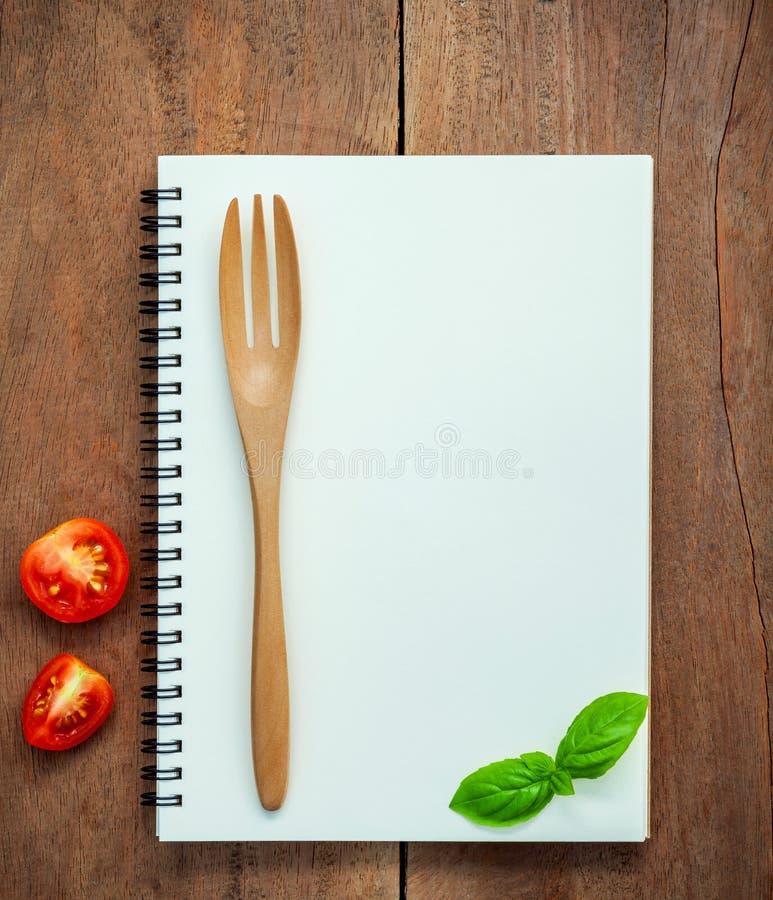 Menyn för Foods bakgrund och matplanlägger söt basilika och körsbäret tom royaltyfria bilder
