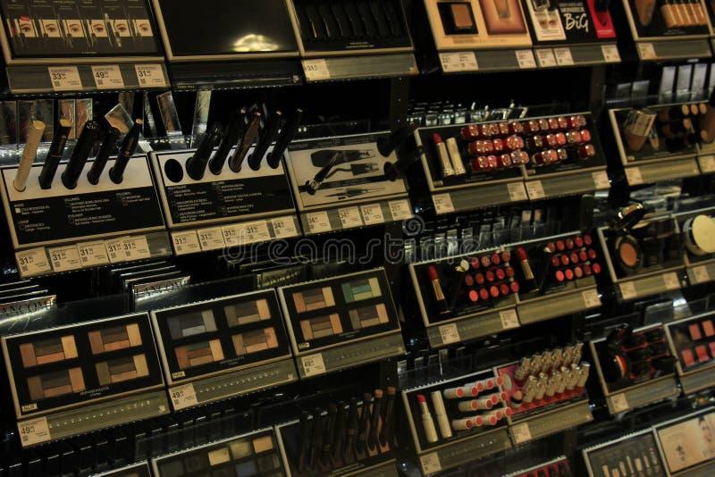 Meppen, Deutschland, am 14. August 2017: verschiedene luxuriöse Lancome-Kosmetikprodukte stockbilder