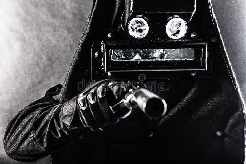 MEPvechter met pistool en ballistisch schild stock foto