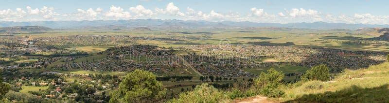 Meqheleng в Ficksburg с Maputsoe в Лесото в задней части стоковое изображение rf