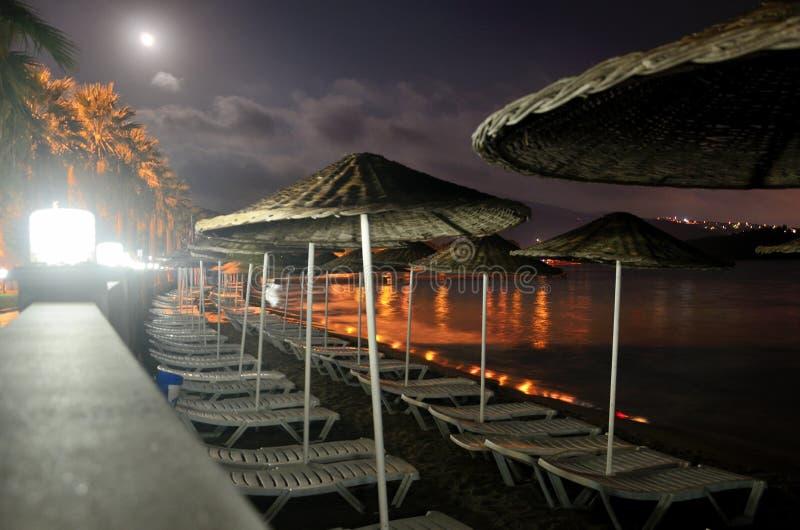 Mer Égée par nuit dans Kusadasi images stock