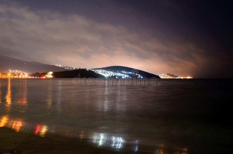 Mer Égée par nuit dans Kusadasi, Turquie photo libre de droits