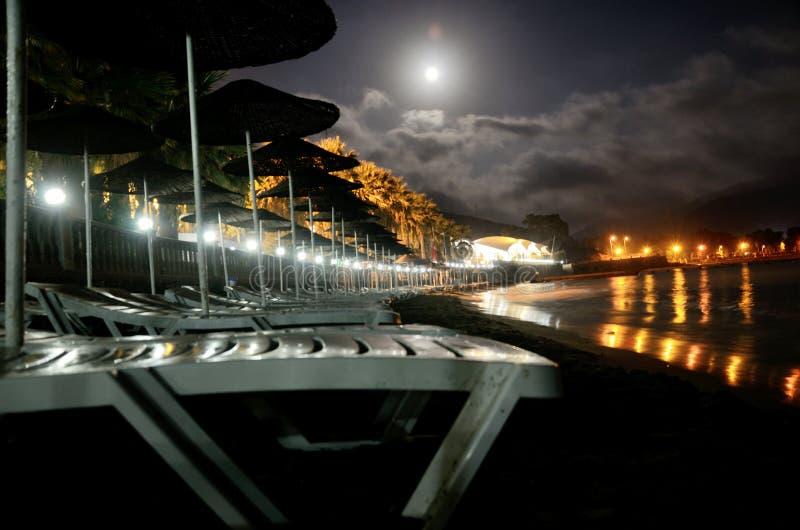 Mer Égée par nuit dans Kusadasi, Turquie images stock