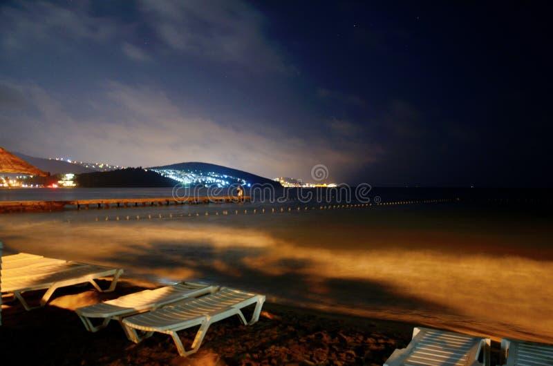 Mer Égée par nuit dans Kusadasi, Turquie photos libres de droits