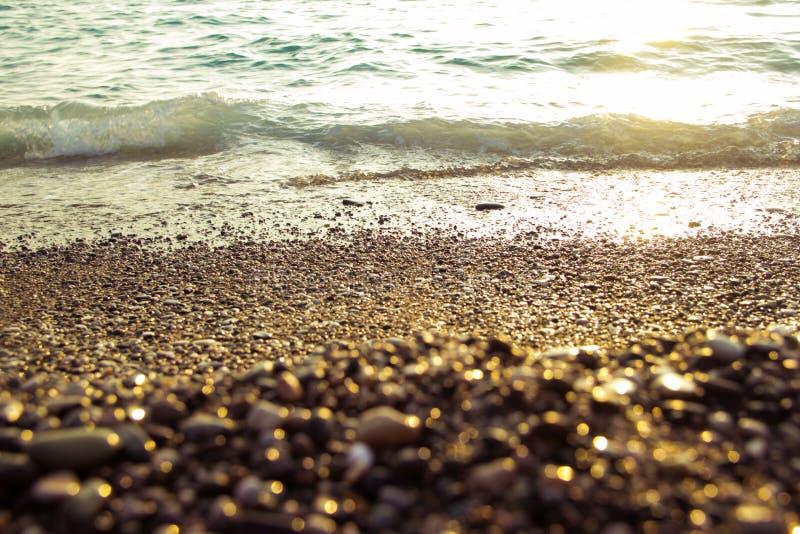 Download Mer au coucher du soleil image stock. Image du clear - 77157341