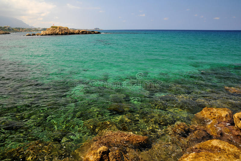 Mer azurée en Chypre image stock