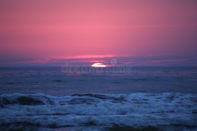 Mer baltique de coucher du soleil en Lithuanie photos stock