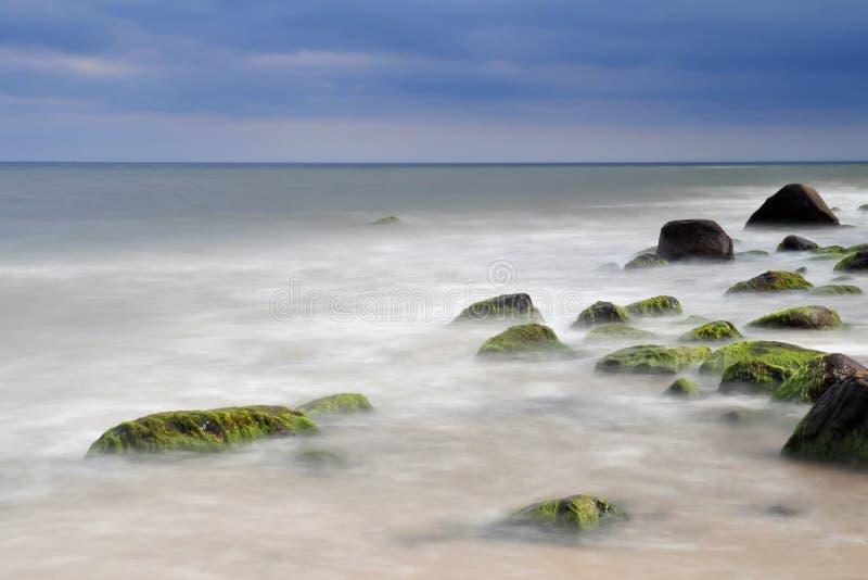 Mer baltique de littoral rocheux. images libres de droits