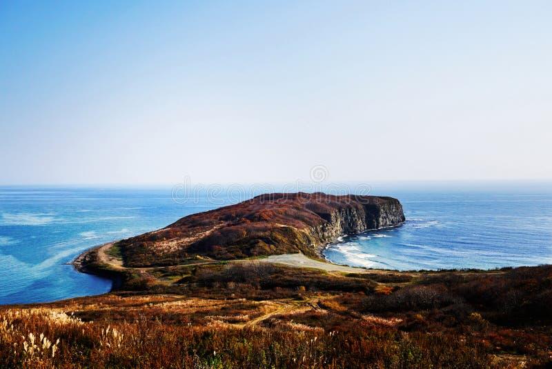 Mer bleue lumineuse, horizon, péninsule Russie image stock