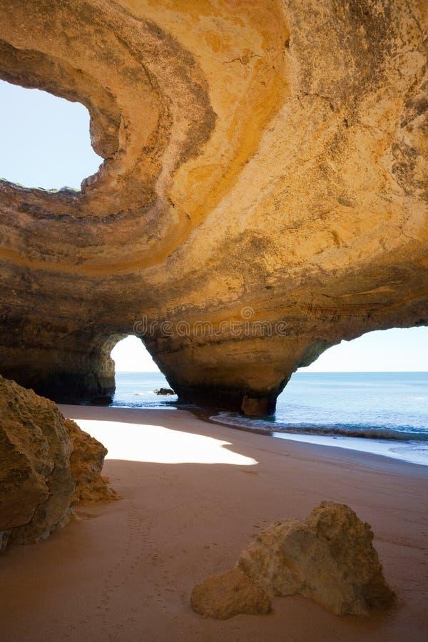 Mer-cavernes Portugal de Benagil images stock