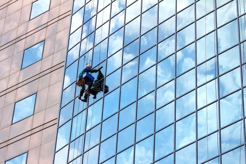 mer cleaner fönsterarbete royaltyfria foton