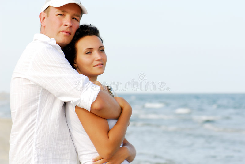 mer d'embrassement de couples photo libre de droits