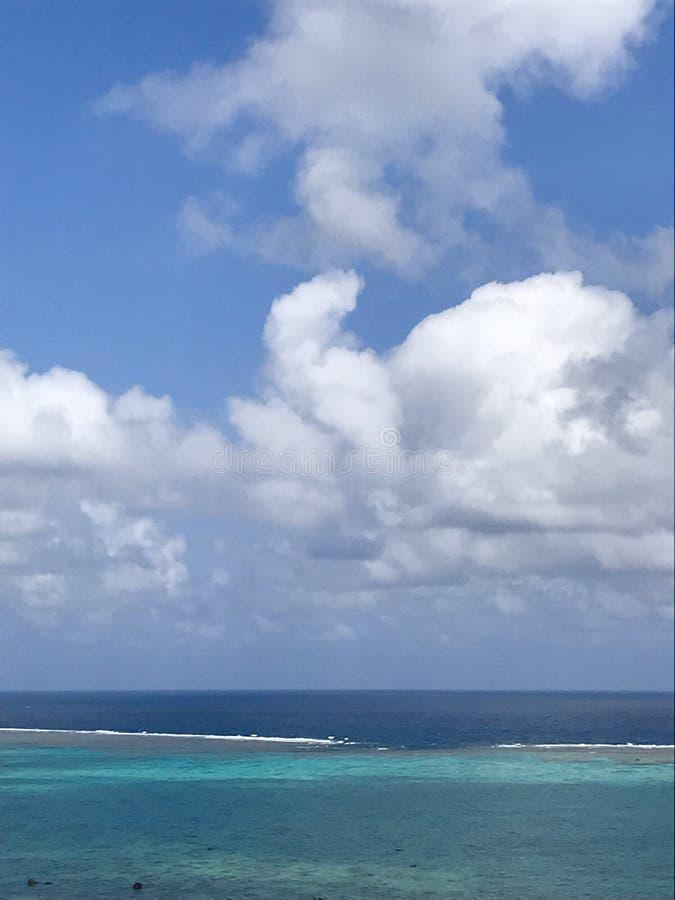 Mer de bleu de ciel bleu photographie stock libre de droits