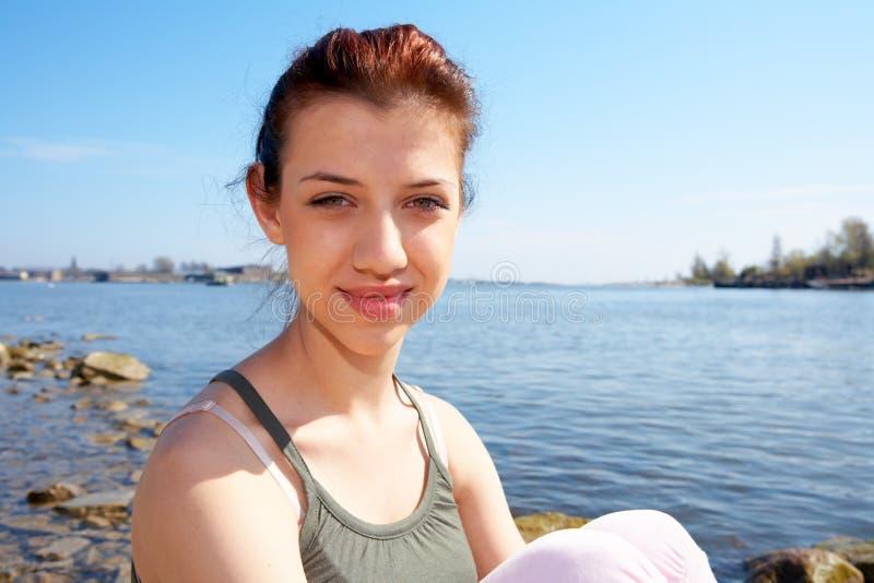 mer de fille d'adolescent photos stock