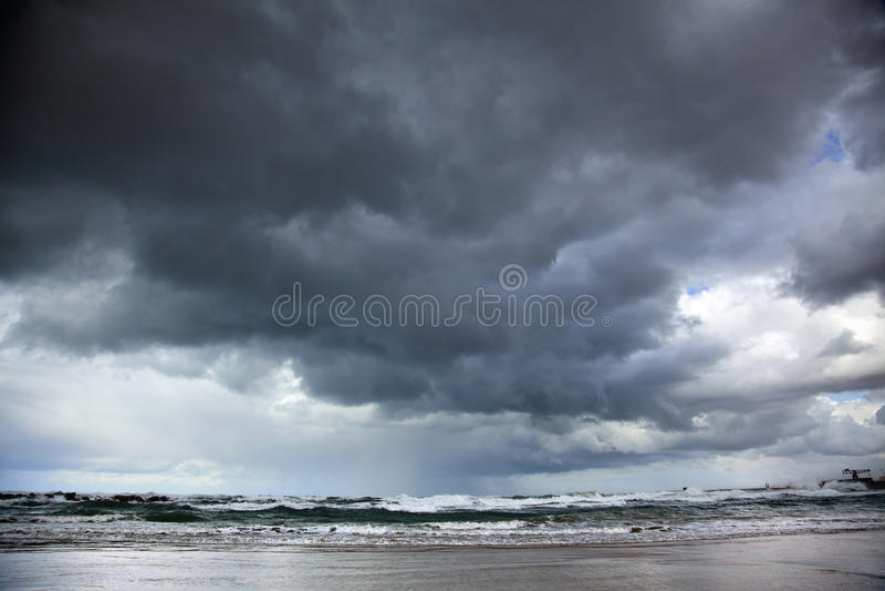 Mer orageuse d'hiver image libre de droits