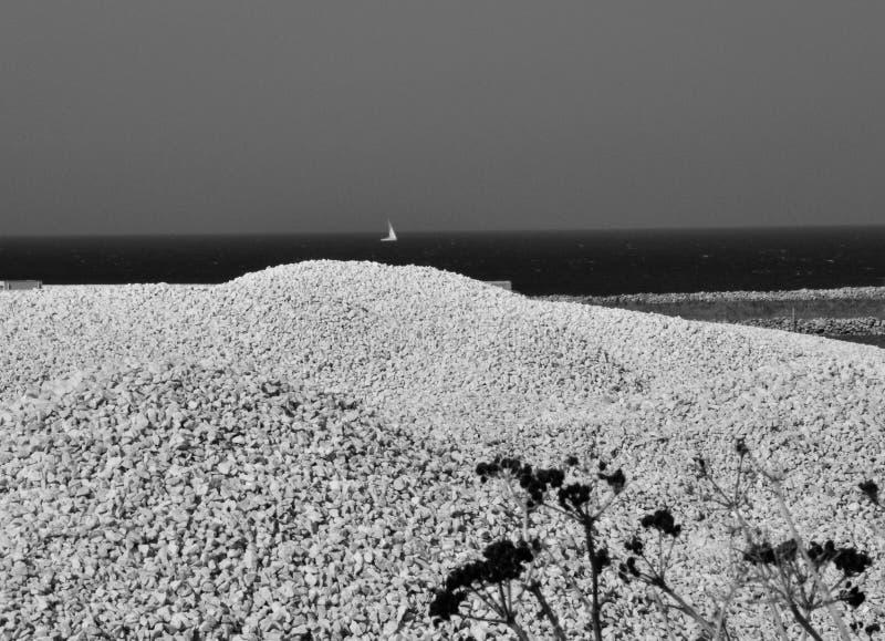 Mer de l'Italie Sicile, pierre blanche et MILLIARD de voile images stock